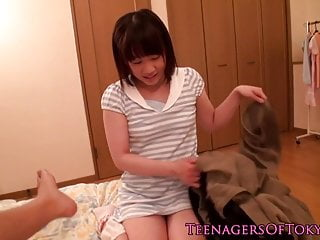 Na‹ve japanese teen drag..
